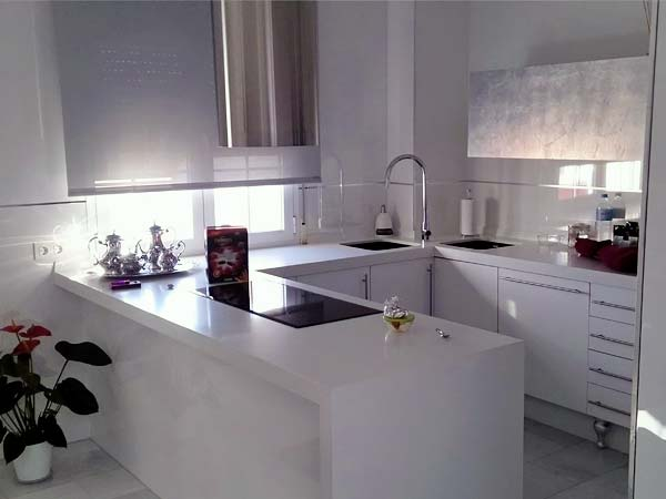 muebles de cocina blanca encimera gris
