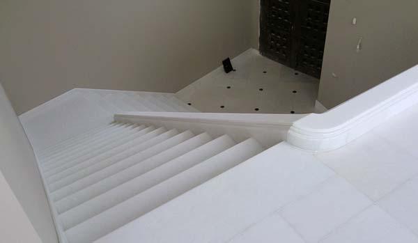 Construcci n y dise o de escaleras en m rmol y granito for Marmol en la construccion