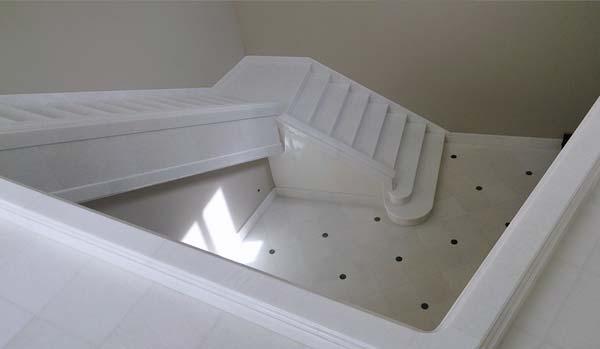 Construcci n y dise o de escaleras en m rmol y granito for Granito blanco real